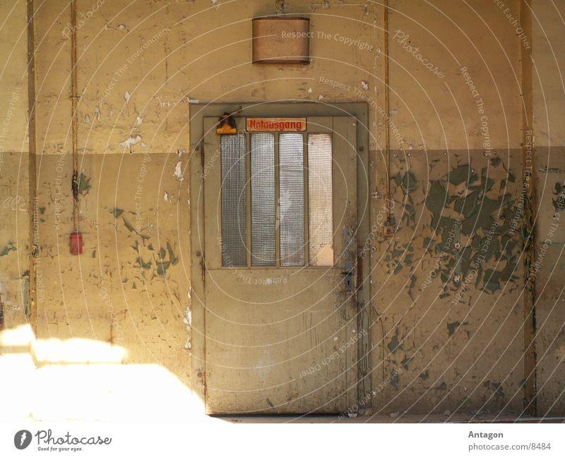 Notausgang verfallen Ausgang Industrie Tür alte Farbe