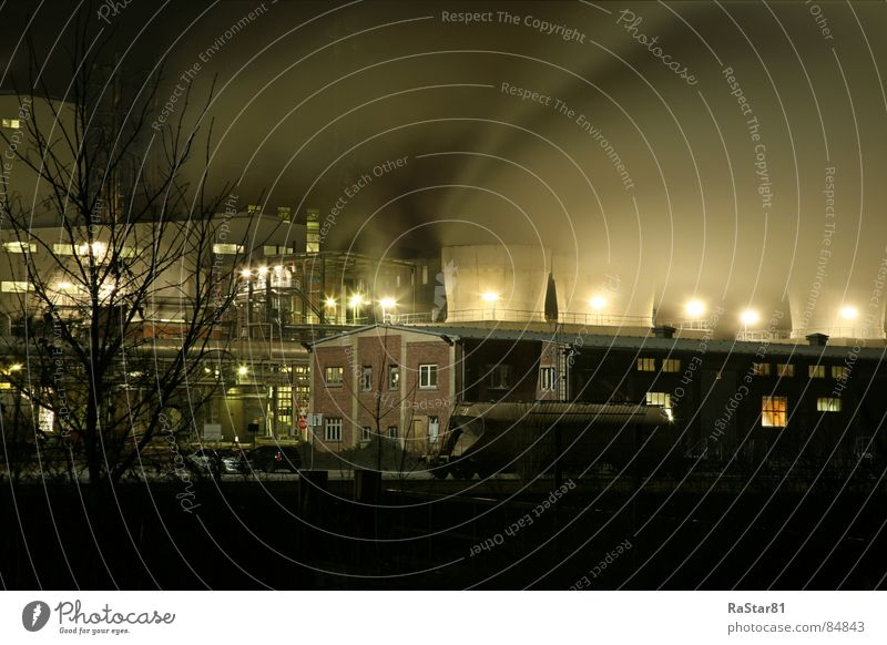 Der Rauch dunkel schlechtes Wetter Nacht HDR Lampe Industrie Wasserdampf Nebel Industriebetrieb Architektur Langzeitbelichtung Licht wagon industrieland