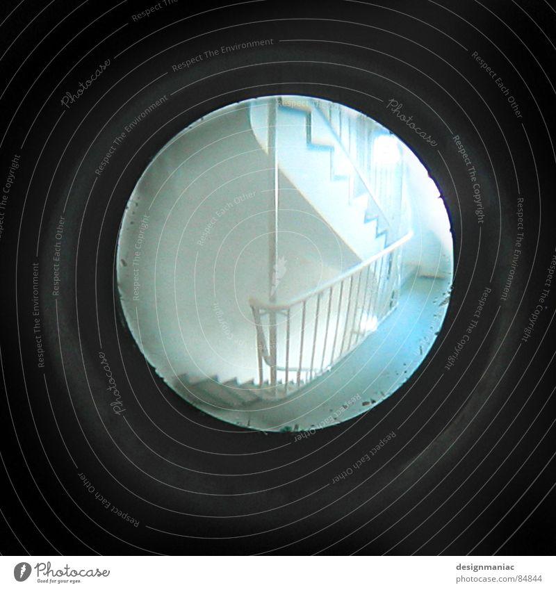 Niemand da! Menschenleer Fliegendreck Verschiedenheit schwarz Treppenhaus Loch dunkel Licht rund eckig Mondschein Stab grau hell-blau weiß Spitzel grell
