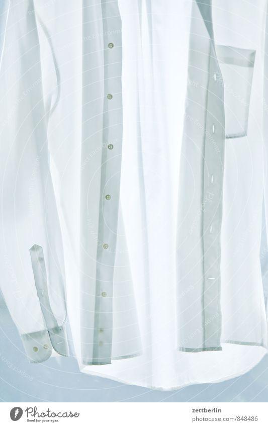 Hemd, hochformat Baumwolle Bekleidung Haushalt Mode Stoff weiß Wäsche Knöpfe Knopfloch Herrenmode Herrenabend Anzug anziehen nackt Wäscheleine Textilien Naht