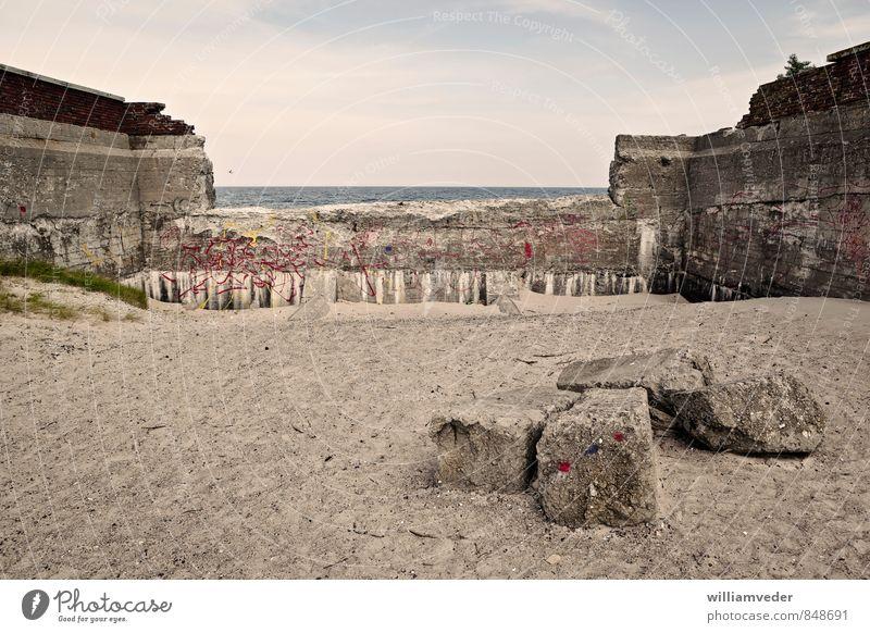 Verfallene Mauer von Prora, Ostsee Himmel Ferien & Urlaub & Reisen blau Meer Wand Architektur grau Gesundheit Stein Sand braun Tourismus Ausflug Abenteuer
