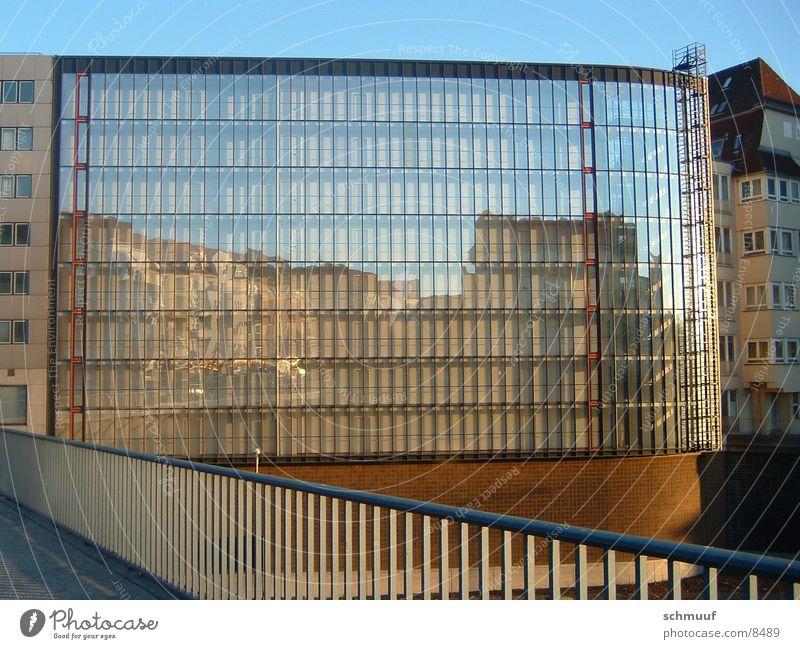 Spiegelung Fenster Architektur Glas Hochhaus Brücke Geländer