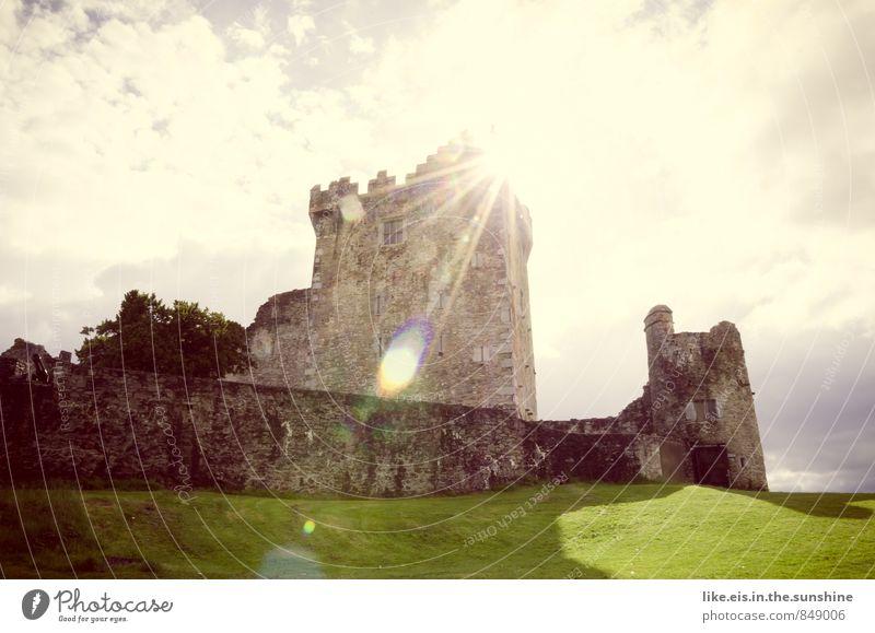 spiegel-blend-zeichen vom rapunzel Natur Ferien & Urlaub & Reisen Einsamkeit ruhig Wolken Umwelt Wiese Gras Gebäude Tourismus Ausflug fantastisch Turm Burg oder Schloss Bauwerk entdecken