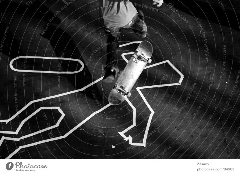 TATORT - FLIP Mensch Tod Sport oben Holz springen Stil hoch liegen Aktion Bodenbelag Jeanshose Skateboarding Kriminalität Holzbrett gestreift
