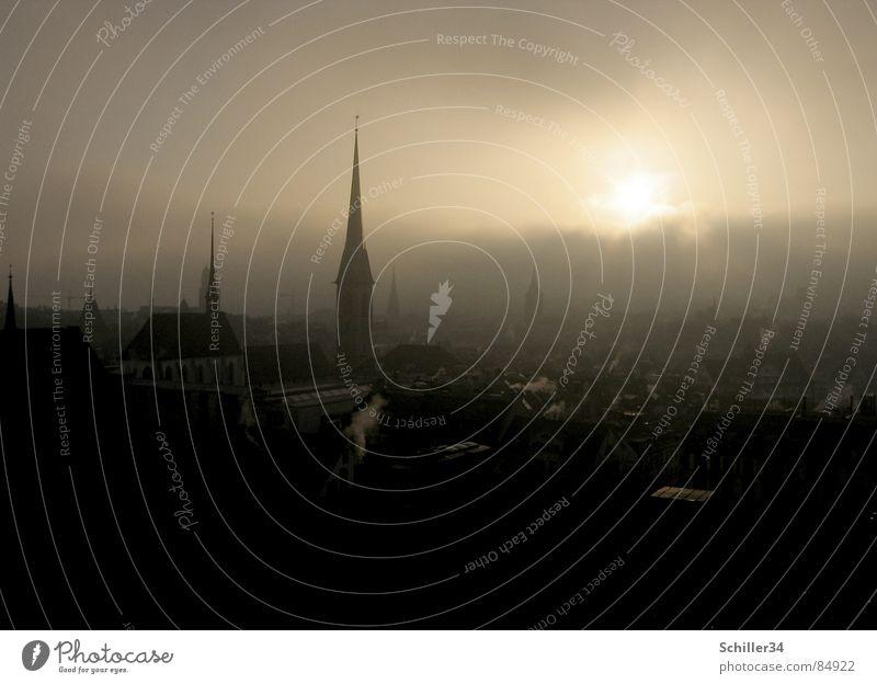 Die Stadt der Träumer fantastisch Gegenlicht Nebel Licht Abend Sonnenuntergang Sonnenaufgang Morgen spät verschlafen träumen Schweiz Märchen schön geheimnisvoll
