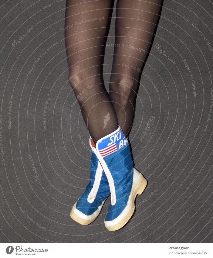 Just relegs ! schön ruhig Erholung Beine liegen Gelassenheit Stiefel beweglich lässig Knie kreuzen verführerisch Nylon Après-Ski Schuhe