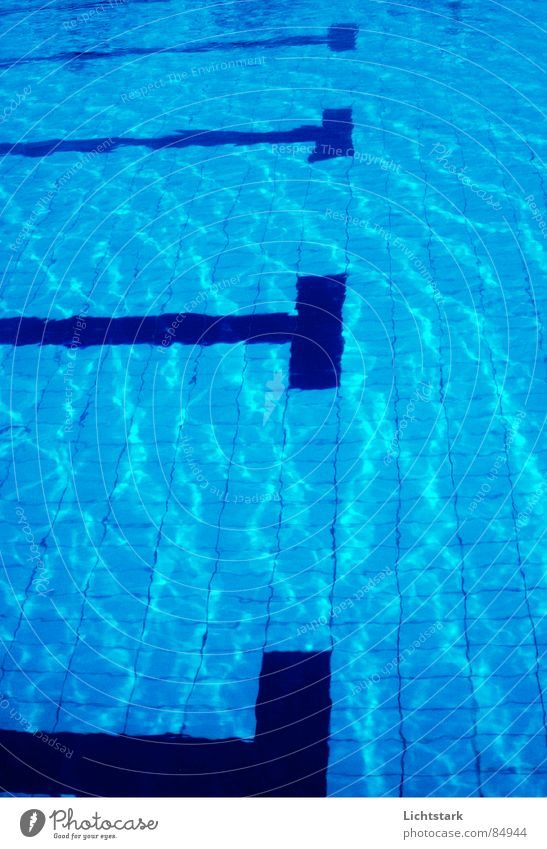 blau in blau Wassersport Erfrischung Reflexion & Spiegelung Schwimmbad Freizeit & Hobby Sommer Sport Fliesen u. Kacheln wasser... wasserheilverfahren wasserkur