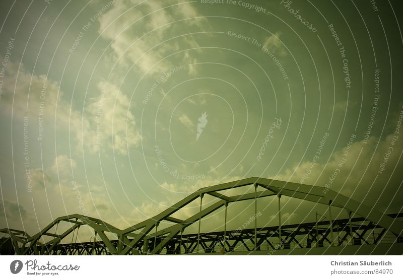 Bridge Over Troubled Water Himmel Wolken Brücke Übergang Mannheim Stahlträger Ludwigshafen Bahnübergang Konrad-Adenauer Brücke