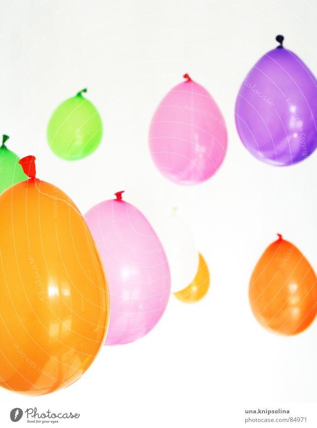 9(9) Luftballons Rauschmittel träumen grün violett orange rosa weiß Stimmung Farbe durcheinander Luftblase Wunschwelt purpur Tagtraum blau-rot Erfinden
