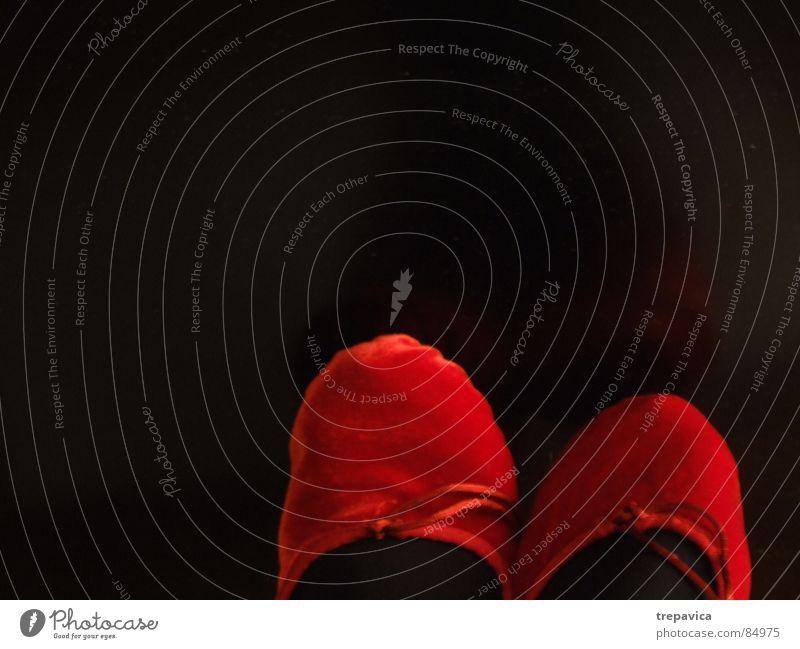 neue schuhe Schuhe 2 Bekleidung Schlaufe verbinden Samt rot schwarz Hintergrundbild Frau Fuß rote schuhe Tanzen coulour footwear Kontrast ballet Erholung female
