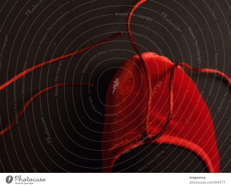 neue schuhe I rot schwarz Hintergrundbild Schuhe Frau feminin Schlaufe Dame Samt Beiboot Bekleidung Kontrast 1 ballet Tanzen Fuß rote schuhe Erholung shoes