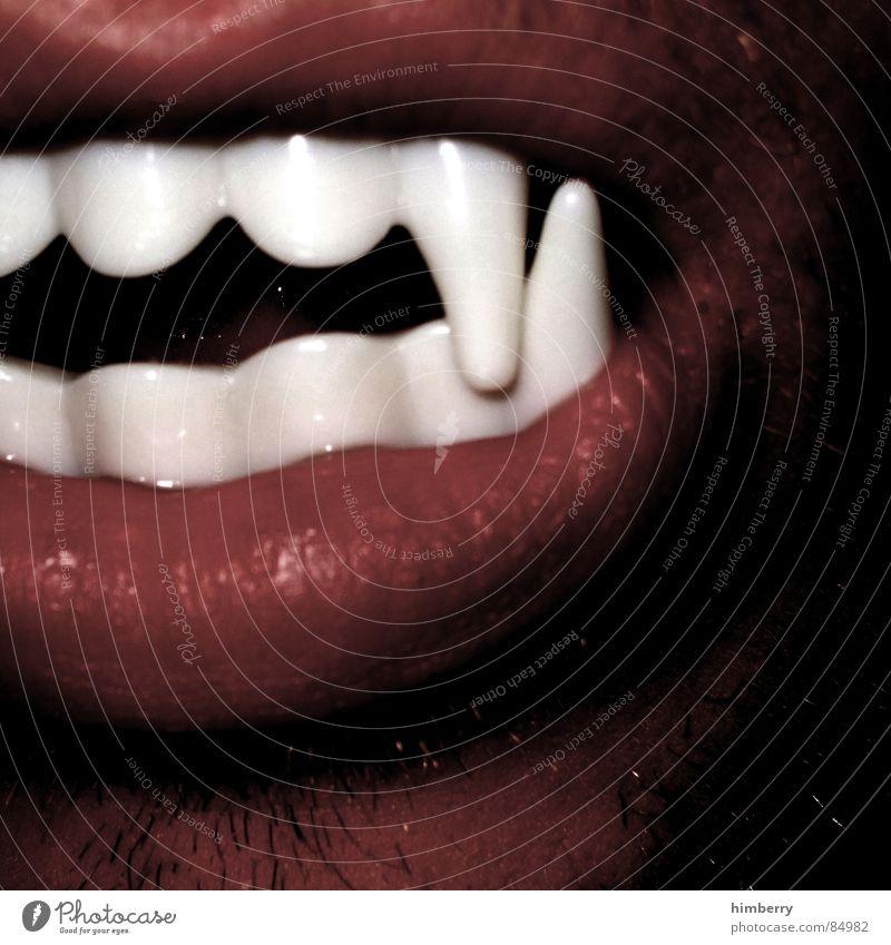 wenn nicht jetzt wann dann? ;-) Freude Angst Mund Zähne Maske Karneval Panik Vampir Dracula