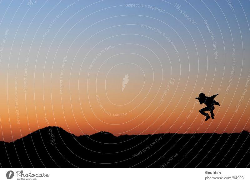 überflieger Sonnenuntergang Luft Ferien & Urlaub & Reisen Freiheit flattern Freizeit & Hobby Abend springen UFO planen Freude Spielen Luftverkehr Mensch