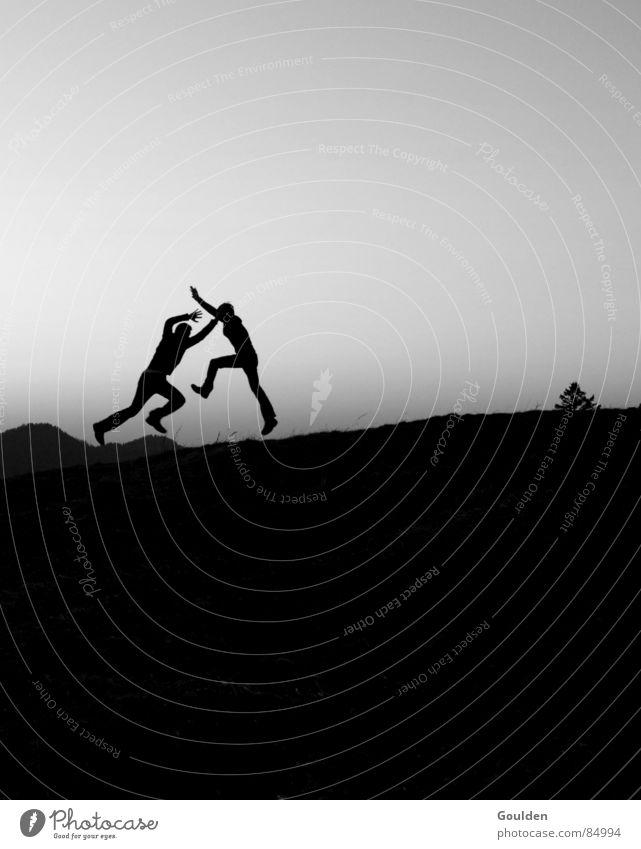 Hossa schwarz Luft Sonnenuntergang Tagtraum Traumwelt Wachtraum Paar Boxkampf Abend Konflikt & Streit G8 Gipfel Freude Schwarzweißfoto Verdrängungskampf Mensch