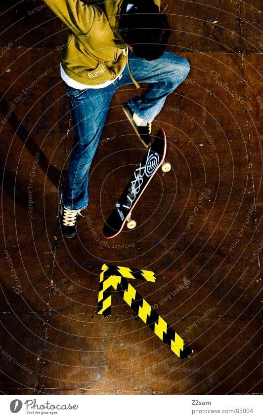 arrow - ollie 4c grün gelb Farbe Sport springen Stil Bewegung Holz Aktion Jeanshose Pfeil Skateboarding Dynamik sportlich lässig Rolle