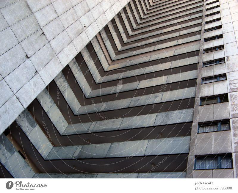 IDEAL 7 Stil Architektur Gropiusstadt Wohnhochhaus Fassade außergewöhnlich kalt modern oben trist grau Bauhaus U-Form Etage aufstrebend vertikal anonym