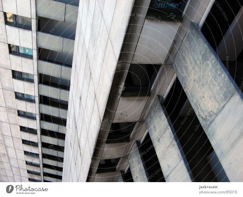 IDEAL Abwärts Einsamkeit dunkel kalt Architektur grau außergewöhnlich oben Fassade trist modern Perspektive hoch Wohnhochhaus Etage Surrealismus abwärts