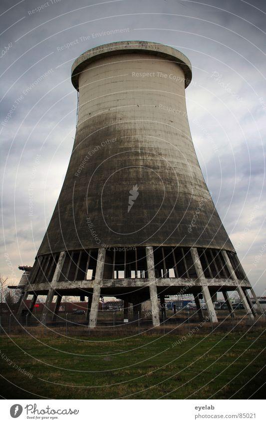 B.Uhse Monument (P.S.d.I. Lektion 3) Himmel Umwelt Landschaft Wiese Wärme Herbst Gras grau Arbeit & Erwerbstätigkeit Regen dreckig Energiewirtschaft Elektrizität Macht Industrie Turm