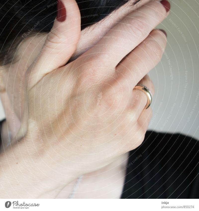 Oh Johnny.... Stil Nagellack Frau Erwachsene Leben Gesicht Hand Hände auf dem Gesicht 1 Mensch 30-45 Jahre Ring Kommunizieren Traurigkeit schön feminin Gefühle