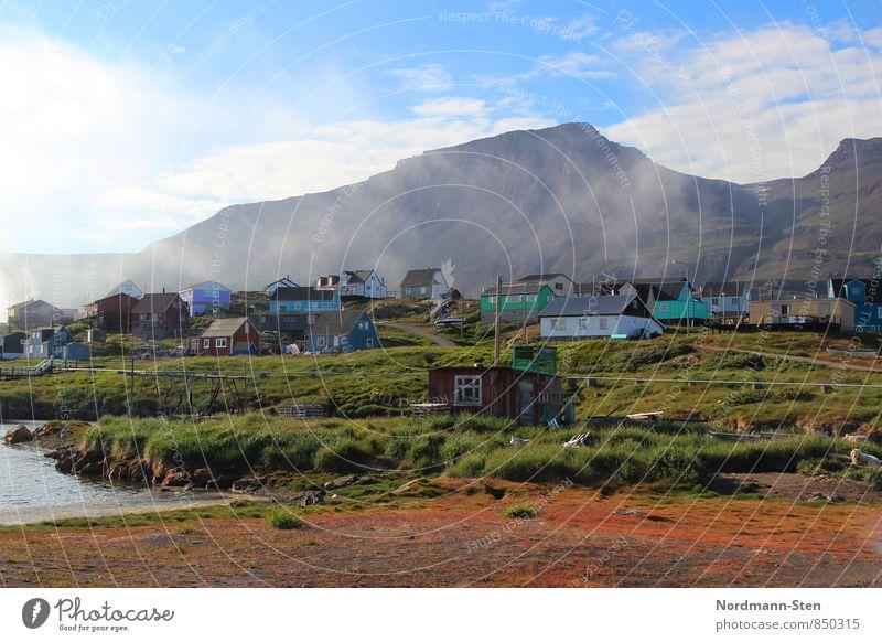 Qeqertarsuaq Natur Luft Nebel Berge u. Gebirge Grönland Fischerdorf Haus Tourismus Farbfoto Außenaufnahme Licht