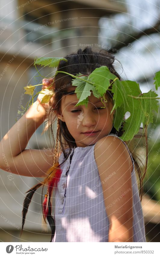 Mensch Kind Ferien & Urlaub & Reisen Pflanze Sommer Sonne Mädchen Gesicht Auge Leben Spielen Haare & Frisuren Freiheit Feste & Feiern Garten Kunst