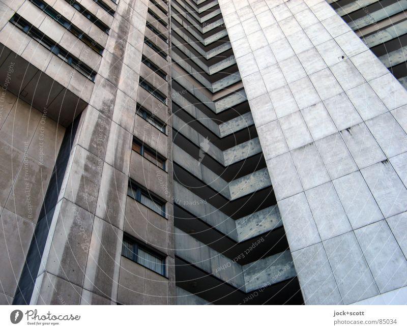 IDEAL Towerrun Einsamkeit kalt Architektur Stil grau außergewöhnlich oben Fassade trist modern Perspektive hoch Beton Streifen Baustelle Schutz