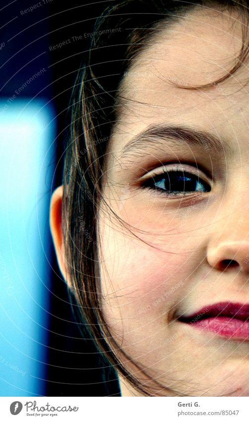 half a smile stur einerseits Hälfte Mensch Porträt Kind klein schön gehorsam lieblich eigenwillig rot schwarz vertauen Vertrauen Frieden ganzes Gesicht face