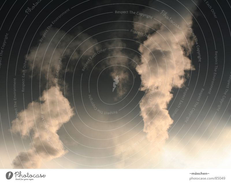 dirty smoke I / Umweltverschmutzung I dreckig ungesund Klimawandel dunkel Müll Luft Abgas gefährlich global warming Himmel Kontrast hell Industriefotografie