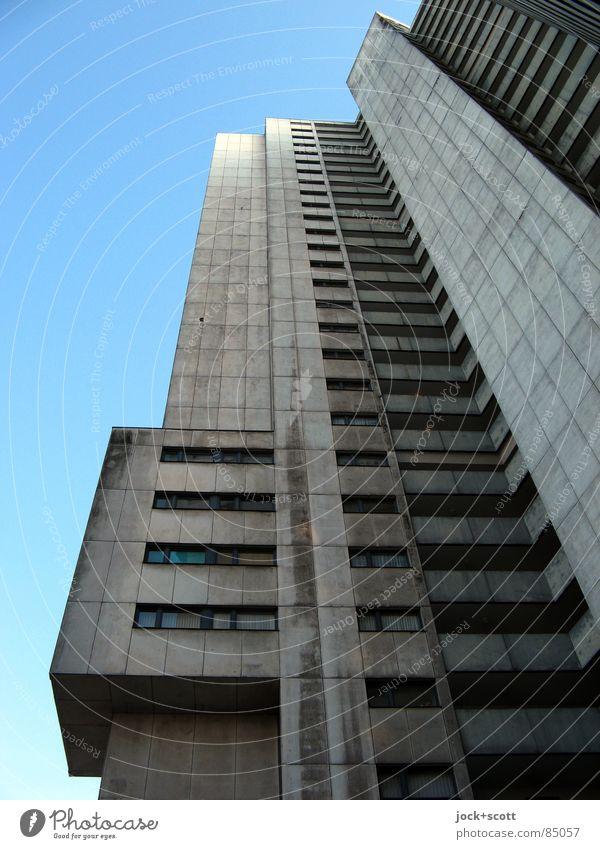 IDEAL 3 Stil Architektur Wolkenloser Himmel Gropiusstadt Wohnhochhaus Fassade außergewöhnlich kalt modern oben trist grau Bauhaus herausstechend Etage