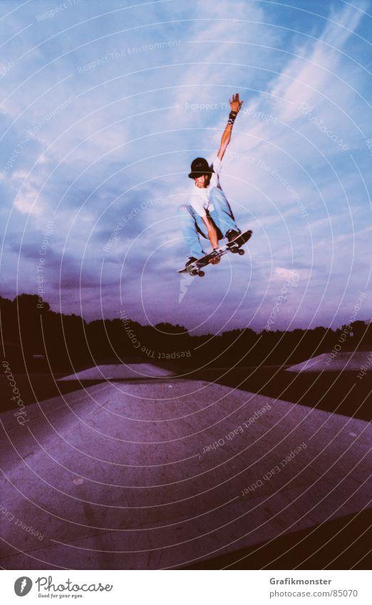 Purple Rain 01 Skateboarding springen Himmel Himmelskörper & Weltall purpur violett Extremsport Skateboarden Ollie Pyramide Skaterboy Firmament Himmelszelt