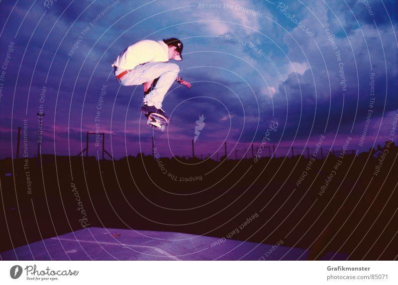 Purple Rain 02 Himmel springen violett Skateboarding Skateboard Pyramide Himmelskörper & Weltall purpur Himmelszelt Firmament Extremsport blau-rot