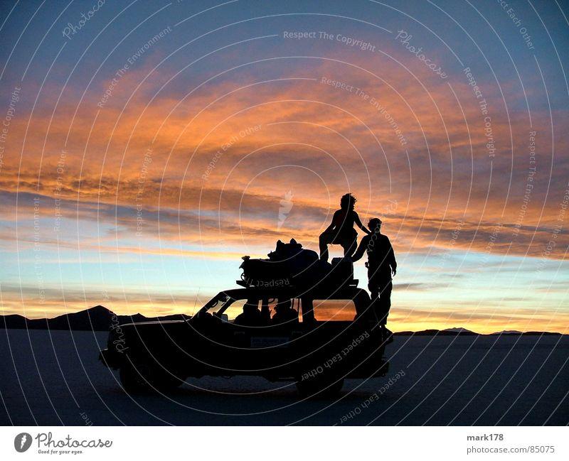 Schattenspiele Ferien & Urlaub & Reisen Ferne Freiheit Sonne Berge u. Gebirge Himmel Horizont Wüste PKW Stimmung Romantik schön Salzwüste Sonnenuntergang