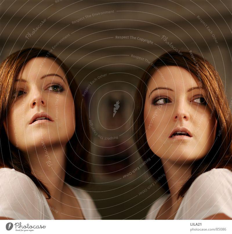 Zwillinge Frau Klonen Geburt Porträt Innenaufnahme gleich Körperhaltung