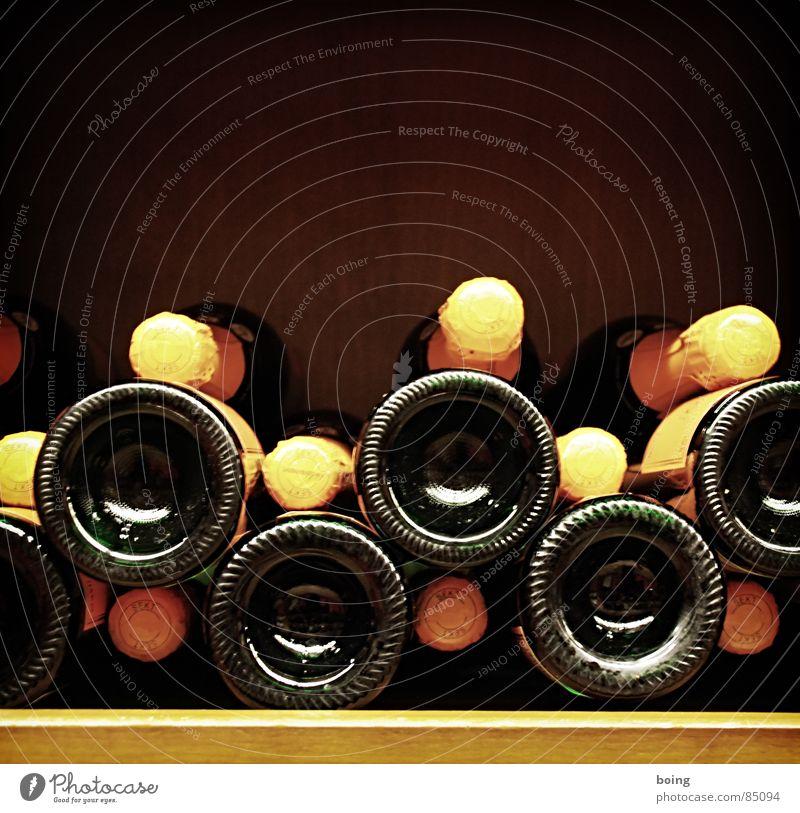 ein Anlass findet sich immer Hausmarke Weinkeller Sekt Prosecco Regal Stapel Flasche Glasbehälter Champagner Alkohol Feste & Feiern fest Weinregal Restaurant