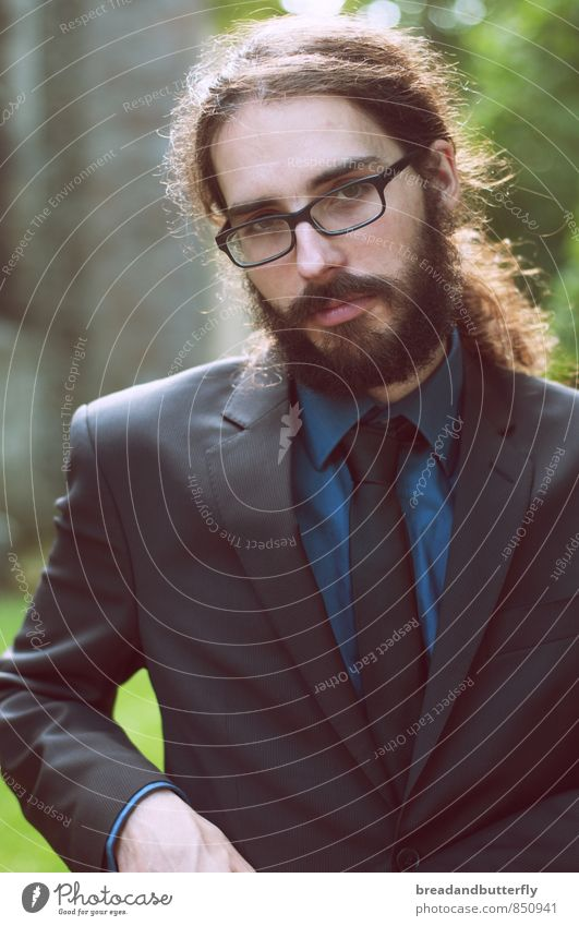 Looking sharp Mensch maskulin Junger Mann Jugendliche Erwachsene 1 18-30 Jahre Bekleidung Anzug Krawatte Brille brünett langhaarig Zopf Bart Vollbart ästhetisch