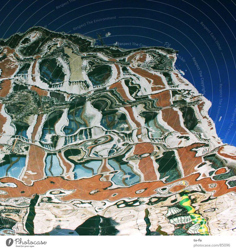 canale specchio Venedig Spiegel Italien Haus Wellen Romantik vage Spiegelbild unklar malerisch historisch Vergänglichkeit Palazzo Abwasserkanal Wasser mirror