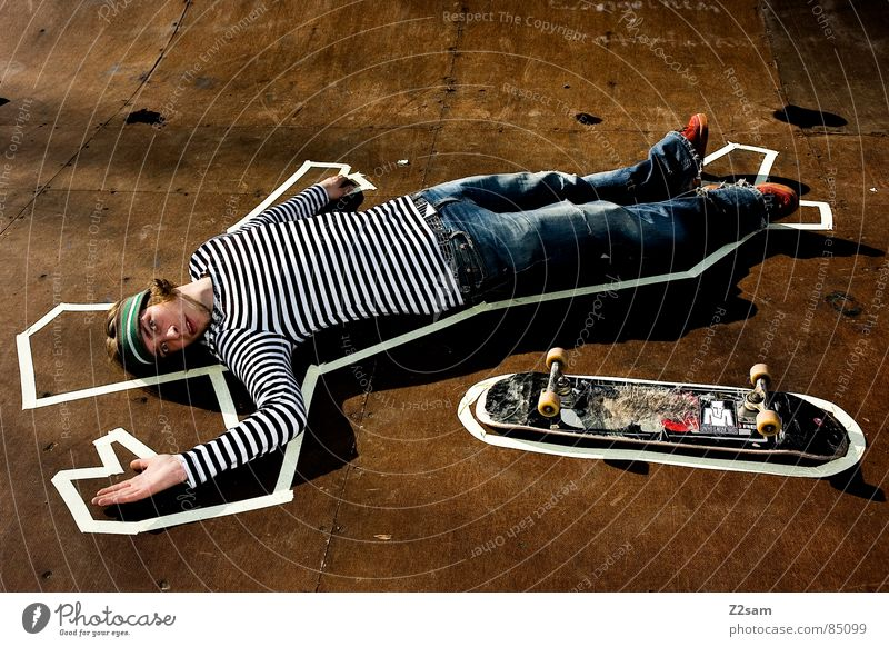 TATORT - PIPE 4c Fundstelle Halfpipe Tatort Tod gestreift Skateboarding Stil Rampe Holz umrandet lässig Physik Sonnenstrahlen Holzmehl Barriere kleben Klebeband