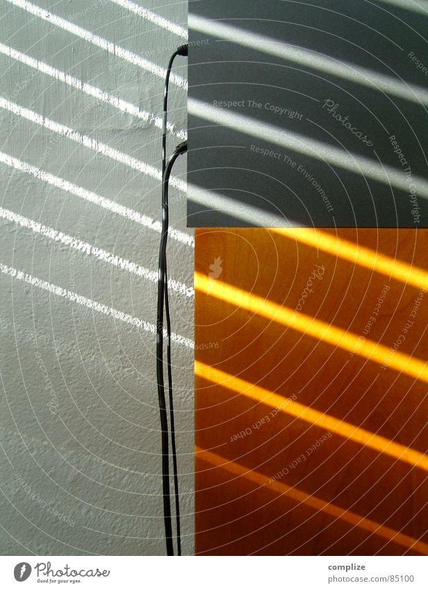 Boxenkabelgedöns! Büro Vorhang Jalousie Lautsprecher Schatten Rollladen verdunkeln Agentur Rollo Fensterladen Sonne Medien Radio orange Verbindung kabelführung