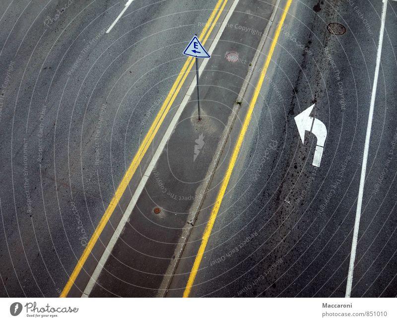 Wer bist denn du ey?! schwarz dunkel Straße Wege & Pfade grau Freiheit PKW Schilder & Markierungen Verkehr frei Schriftzeichen Platz Hinweisschild Zukunft