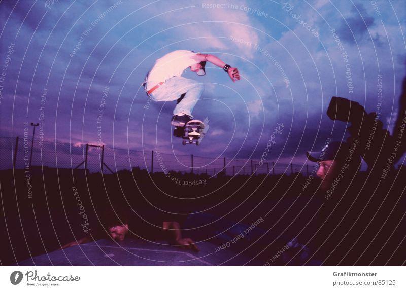 Purple Rain 04 Skateboard Skateboarding springen Luft Himmel blau-rot Himmelskörper & Weltall violett purpur hüpfen Extremsport Skaterboy Ollie purple