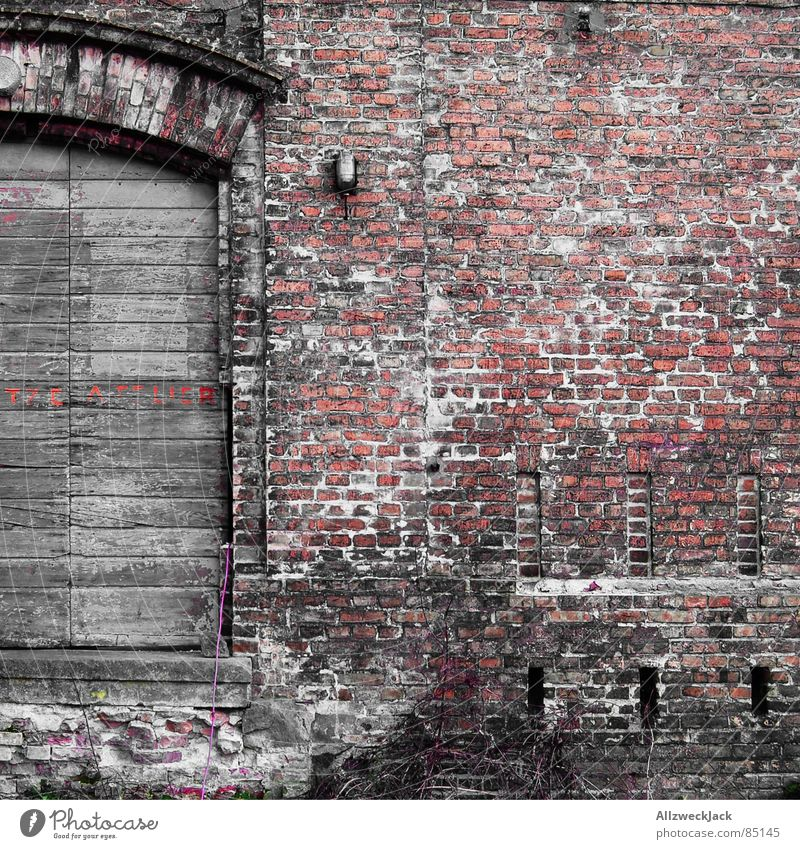 Backsteinatelier Wand Mauer rot Holz Holztür Tor Quadrat Eingang schön schick alt Altbau Müdigkeit Lehm Durchgang Portal schäbig Atelier verfallen attelier