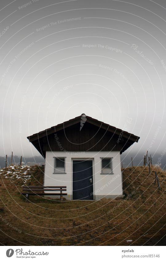 Heim-art...Mund-art...Spess-art Deutschland Haus Fenster Dach ländlich Heimat Einsamkeit klein Herbst graue Wolken schlechtes Wetter Nebel kalt Bayern trüb Gras