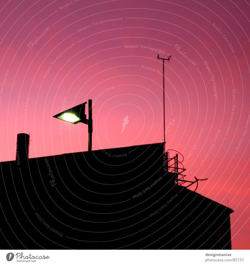 Hey Kleiner, warte hier... 3 Physik Frankfurt am Main Horizont Sonnenuntergang violett schwarz rosa dunkel Wolkendecke groß klein Hochhaus Licht Fenster Morgen