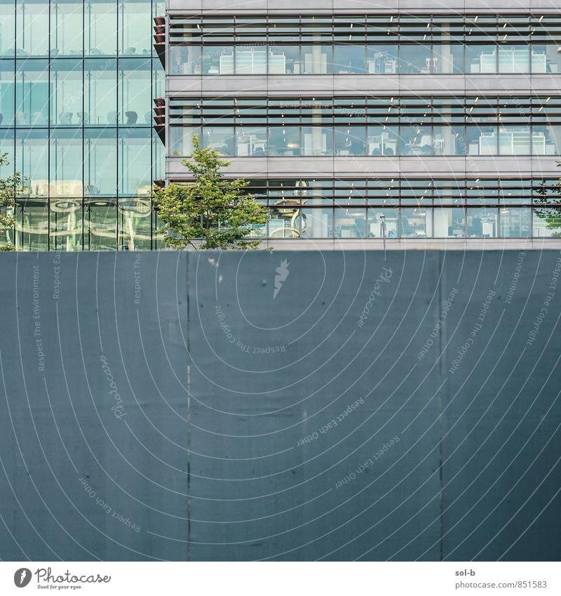 ofis Arbeit & Erwerbstätigkeit Büroarbeit Arbeitsplatz Wirtschaft Business Unternehmen Baum Gebäude Architektur Mauer Wand Fassade Fenster ästhetisch Stadt