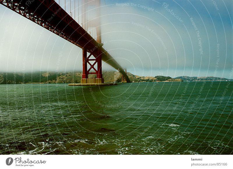 übers Wasser Wasser Ferien & Urlaub & Reisen rot Meer Tod Leben Horizont Nebel hoch Verkehr Brücke verbinden Kalifornien San Francisco Golden Gate Bridge Brückenpfeiler