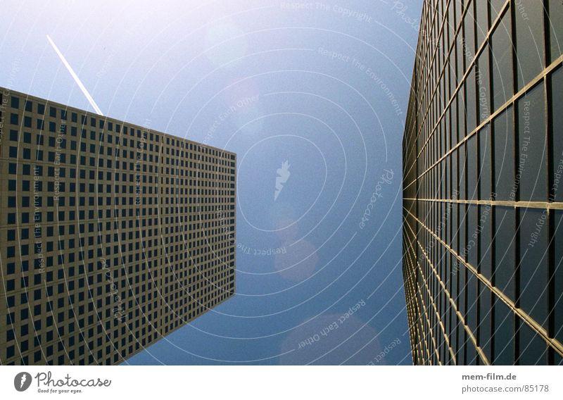 hoch hinaus Makler Denver Bankkapital Finanzkapital Verwaltung Hochhaus Bürogebäude Unternehmen Konzernzentrale schwindelig beängstigend Fenster Wand Fassade