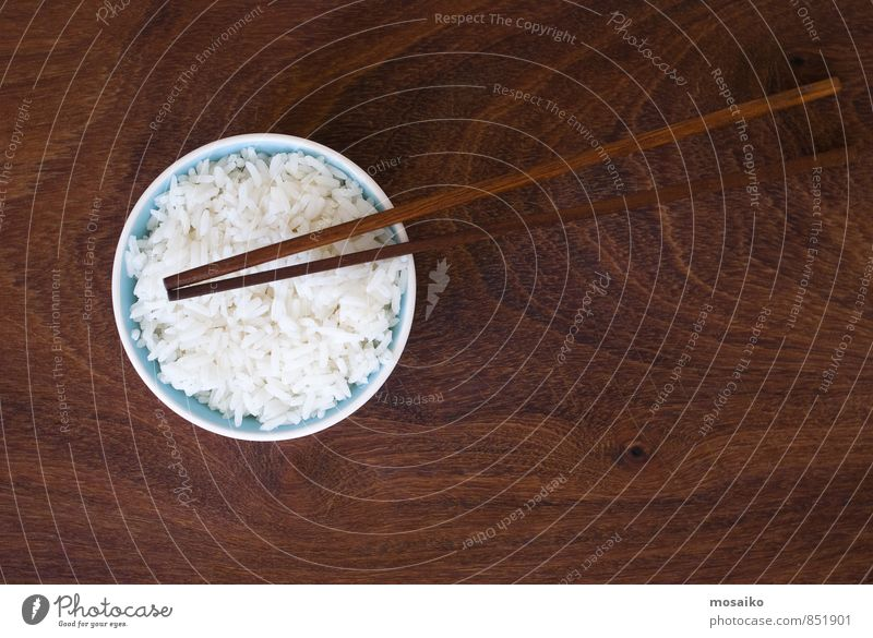 Reis und Essstäbchen Gemüse Ernährung Essen Mittagessen Abendessen Teller Schalen & Schüsseln Design Kultur lang natürlich braun schwarz weiß Müsli gedünstet