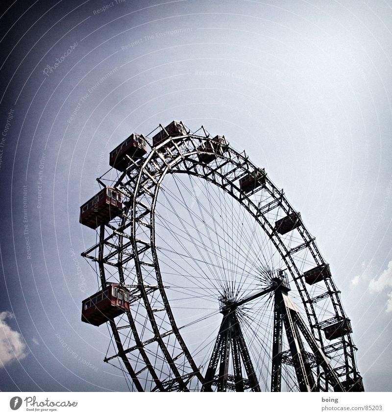 Schenny's Wheel (of Fortune) and the congenial Third Man Himmel Freizeit & Hobby Ausflug Kreis Rad drehen Jahrmarkt Wahrzeichen Österreich Wien Bildausschnitt Anschnitt rotieren Drehung Bekanntheit Riesenrad