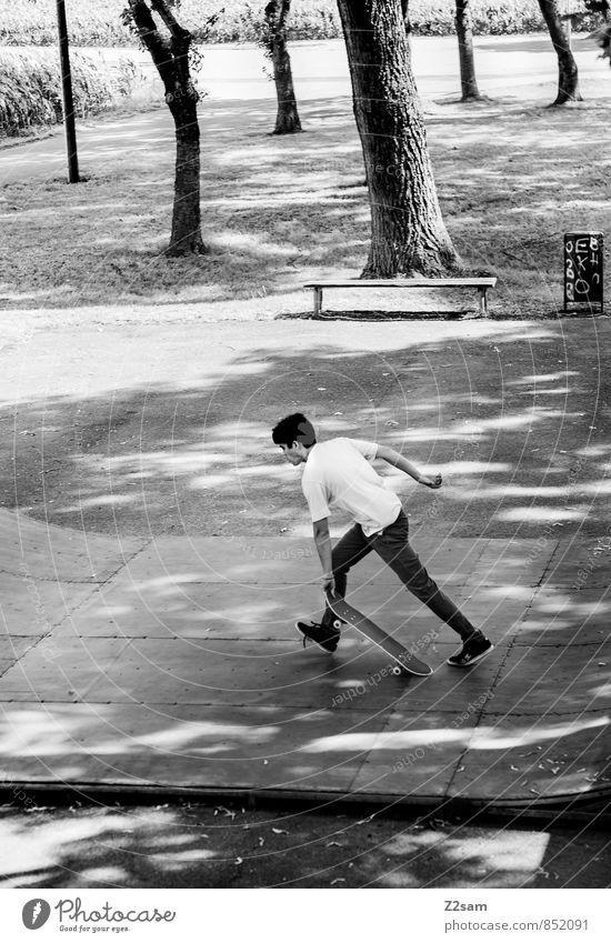 Auf geht's! Jugendliche Stadt Sommer Baum Landschaft Junger Mann 18-30 Jahre Erwachsene Bewegung Sport Stil Park maskulin Lifestyle Freizeit & Hobby
