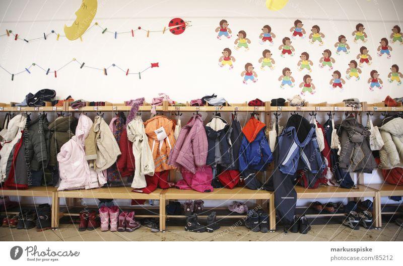kita unten Ablage Kindergarten Vorschule Jacke Schuhe Dekoration & Verzierung Igel chaotisch unordentlich Bildung gardobe Vogelperspektive Mond Bank